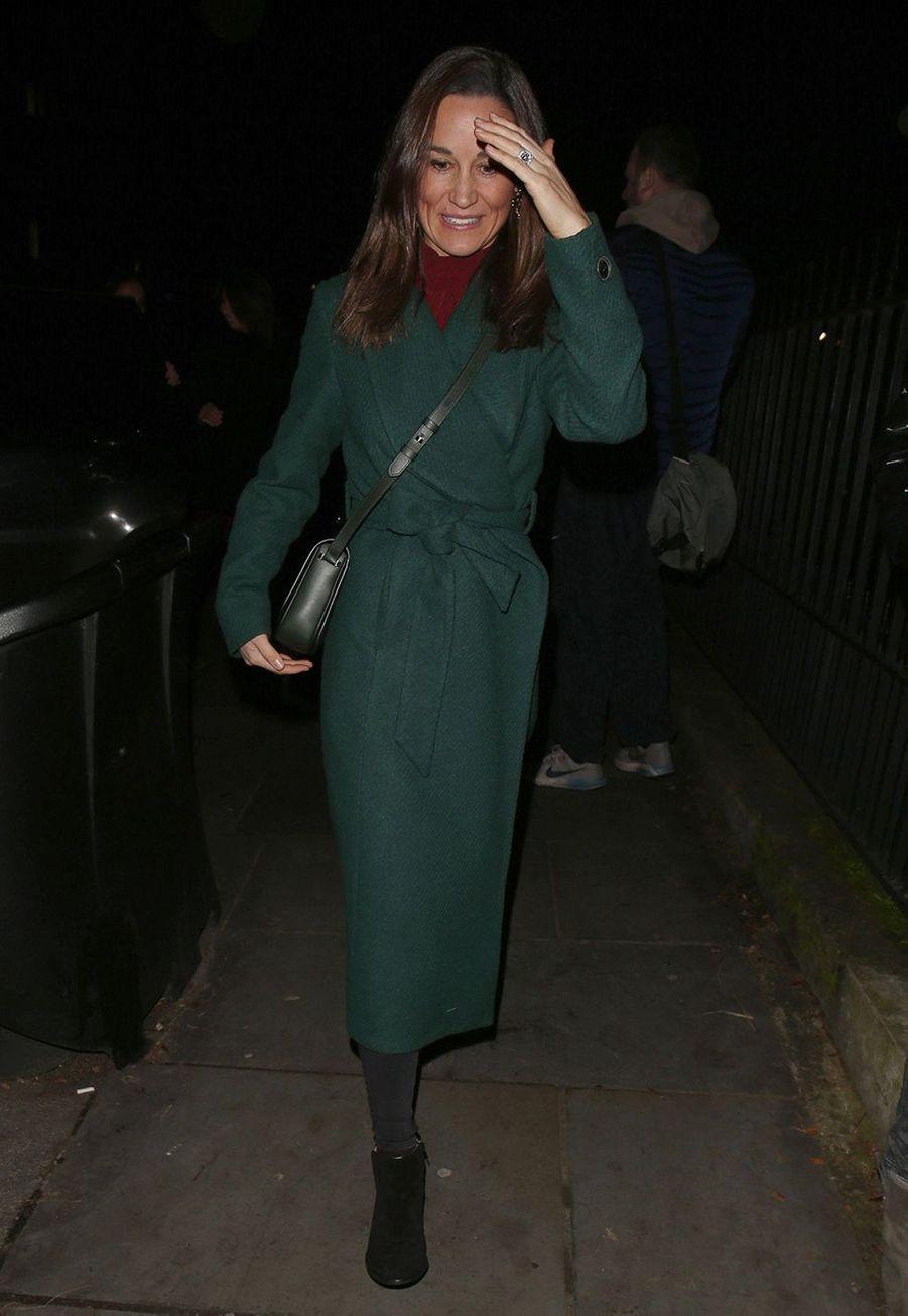 Pippa Middletonarrive à StLuke's Church à Londres pour assister à un concert de Noël organisé parThe Henry van Straubenzee Memorial Fundle 4 décembre 2019.