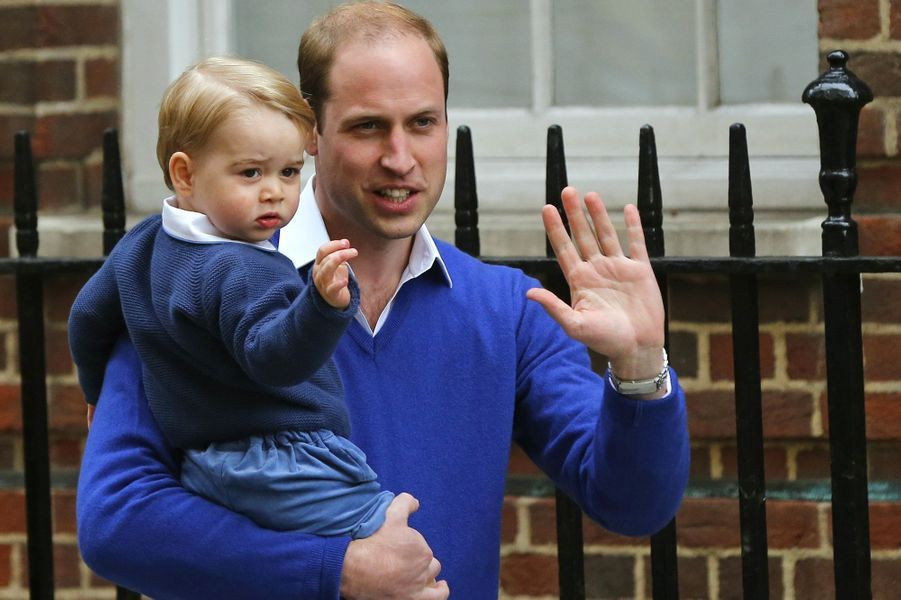 George vient rendre visite à sa mère à la maternité le 2 mai 2015.