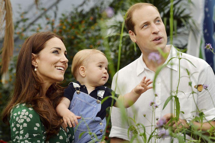 George et ses parents au Museum d'Histoire naturelle le 2 juillet 2014.