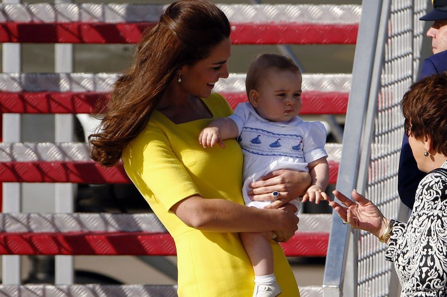 En Australie, en 2014, dans les bras de la duchesse de Cambridge.