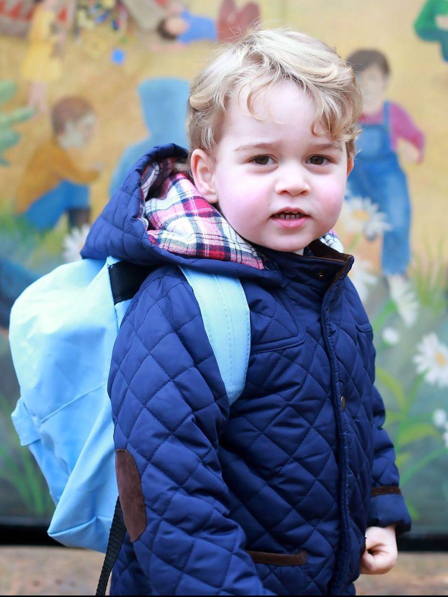Premier jour à l'école Montessori en 2016 pour le prince George.