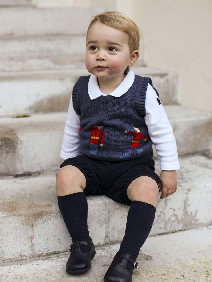 En décembre 2014, une nouvelle photo officielle du petit George est dévoilée.