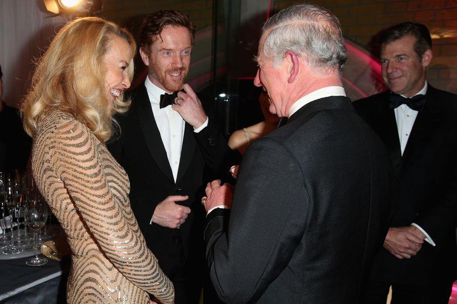 Le prince Charles avec Jerry Hall et Damien Lewis à Londres, le 4 février 2016