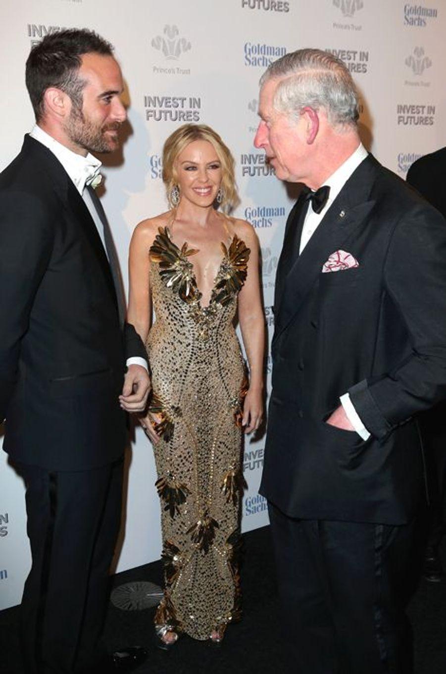 Le prince Charles avec Kylie Minogue et Joshua Sasse à Londres, le 4 février 2016