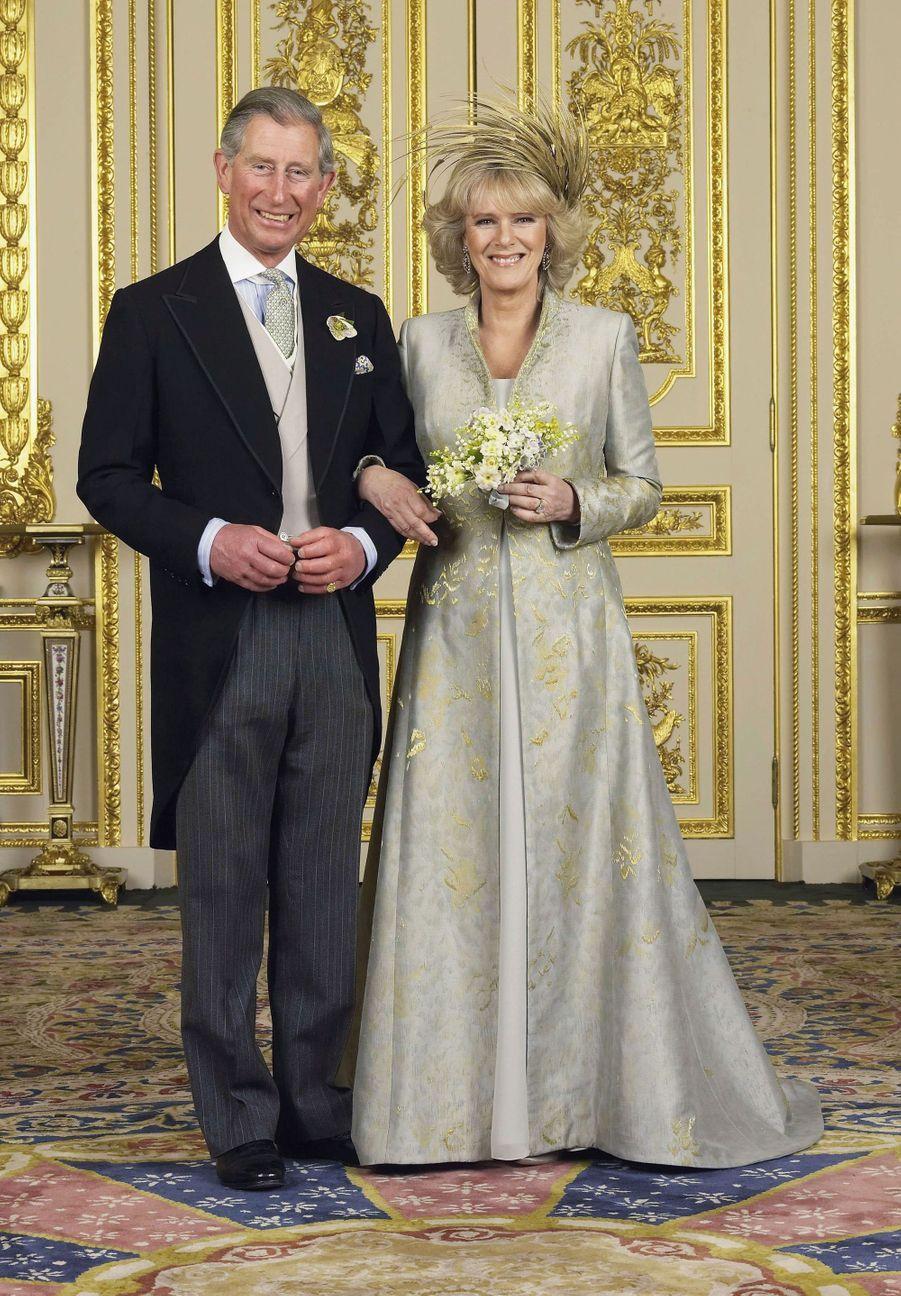 Le prince Charles et Camilla Parker Bowles au château de Windsor, le 9 avril 2005. L'une des photos officielles de leur mariage