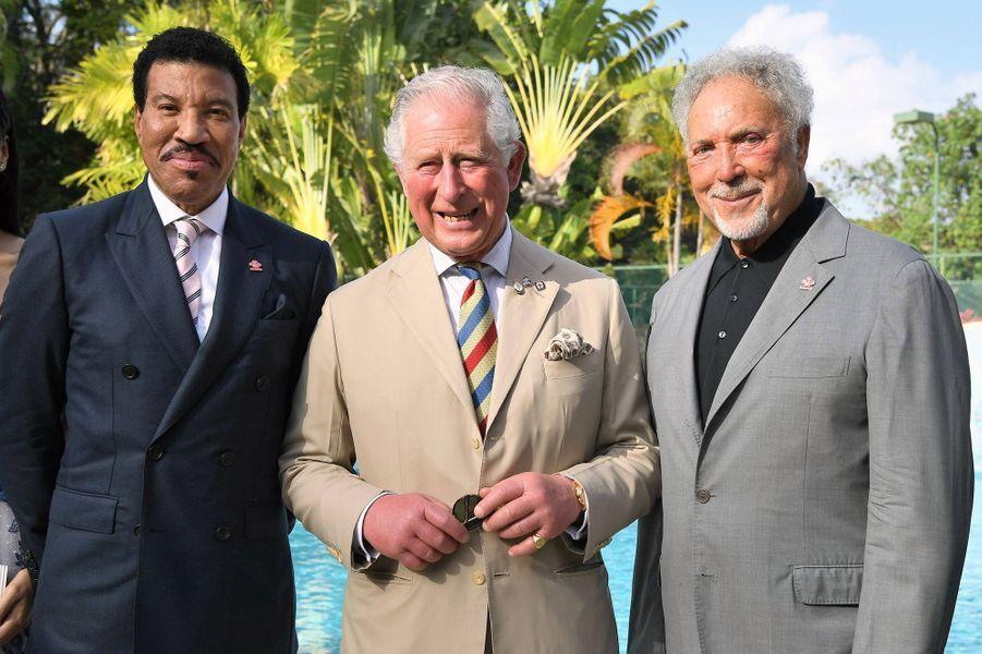 Le prince Charles avec Lionel Richie et Tom Jones à La Barbade, le 19 mars 2019