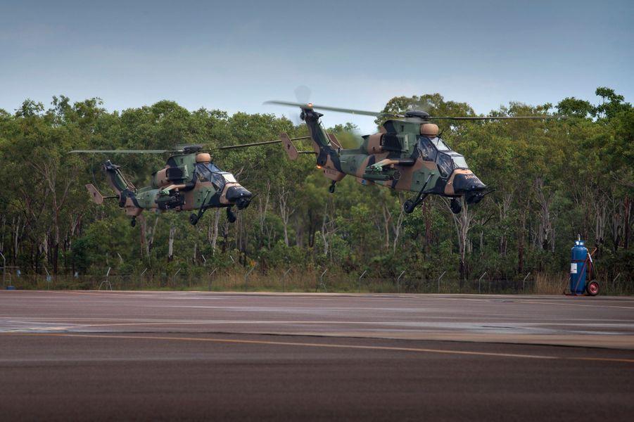 Des hélicoptères de reconnaissance armée (ARH) Tiger du 1er régiment d'Aviation à la caserne Robertson à Darwin, le 14 avril 2015