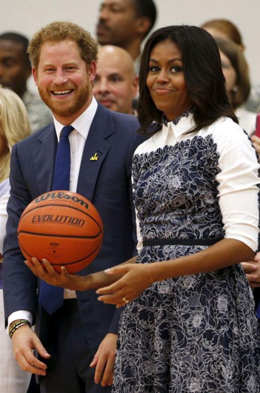Le prince Harry avec Michelle Obama à Fort Belvoir en Virginie, le 28 octobre 2015