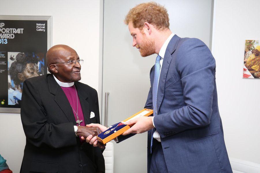 Le prince Harry avec Desmund Tutu au Cap, le 30 novembre 2015