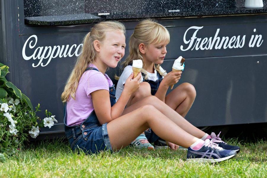 Savannah et Isla Phillips à Gatcombe Park, le 2 août 2019