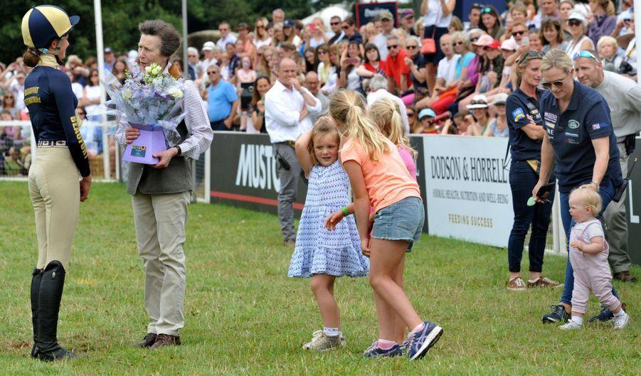 La princesse Anne avec sa fille Zara Phillips et ses quatre petites-filles Savannah, Isla, Mia et Lena à Gatcombe Park, le 3 août 2019