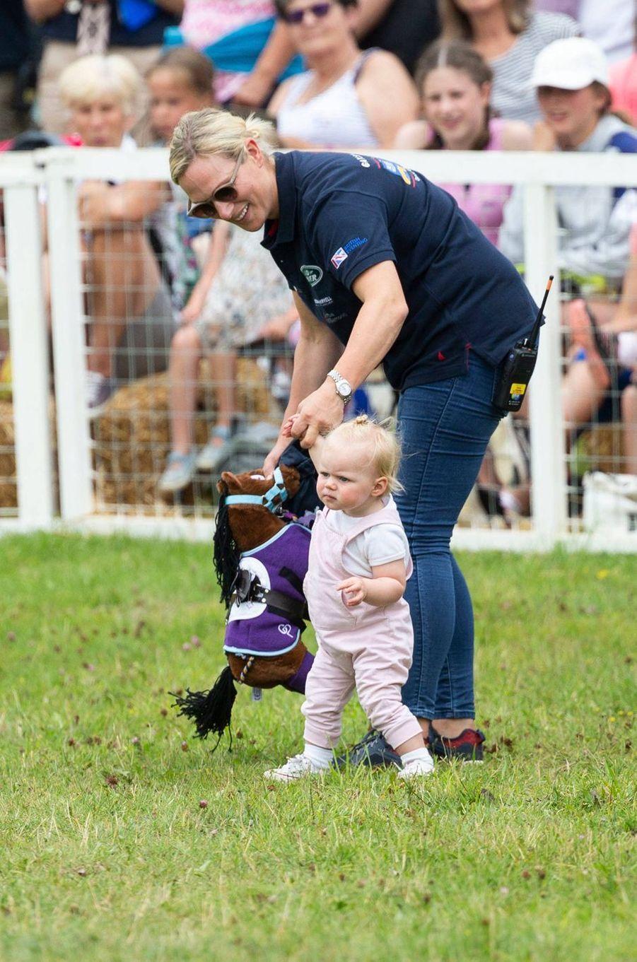 Zara Phillips et sa fille cadette Lena Tindall à Gatcombe Park, le 3 août 2019