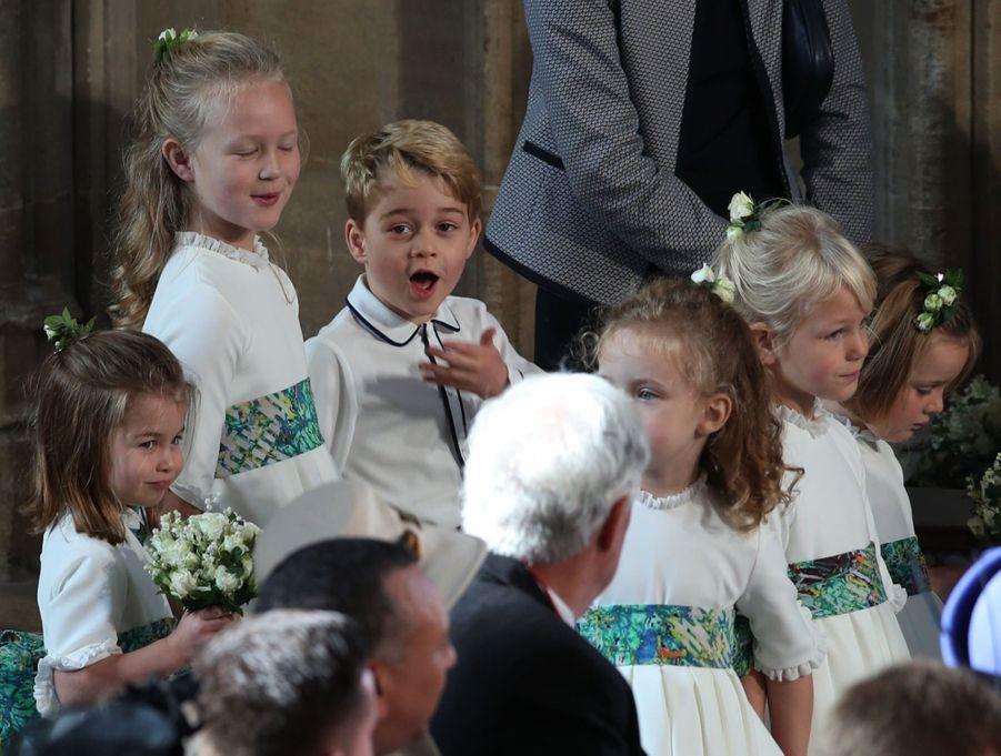 Le prince George s'amuse avec sa cousine issu de germains Savannah, fille d'Autumn et Peter Phillips.