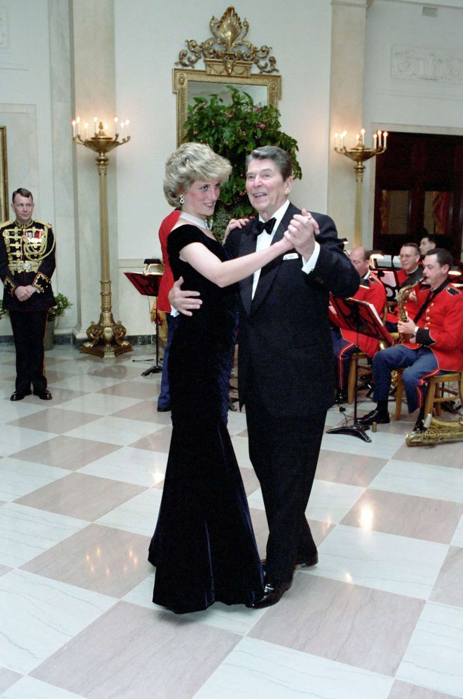 Lady Diana avec Ronald Reagan à Washington, le 9 novembre 1985