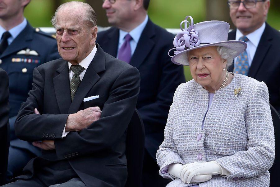 La reine Elizabeth II et le prince Philip au zoo de Whipsnade à Dunstable, le 11 avril 2017