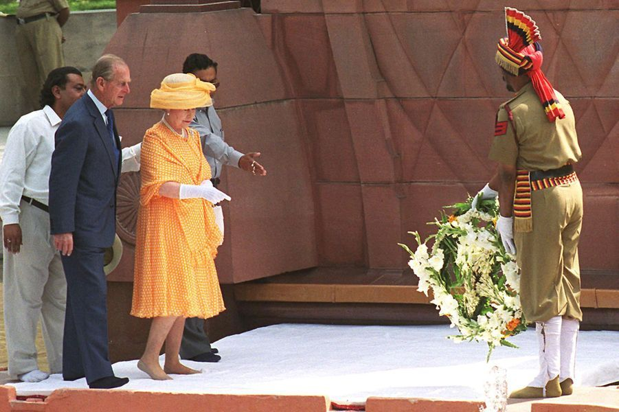La reine Elizabeth II à Jallianwala Bagh, le 14 octobre 1997