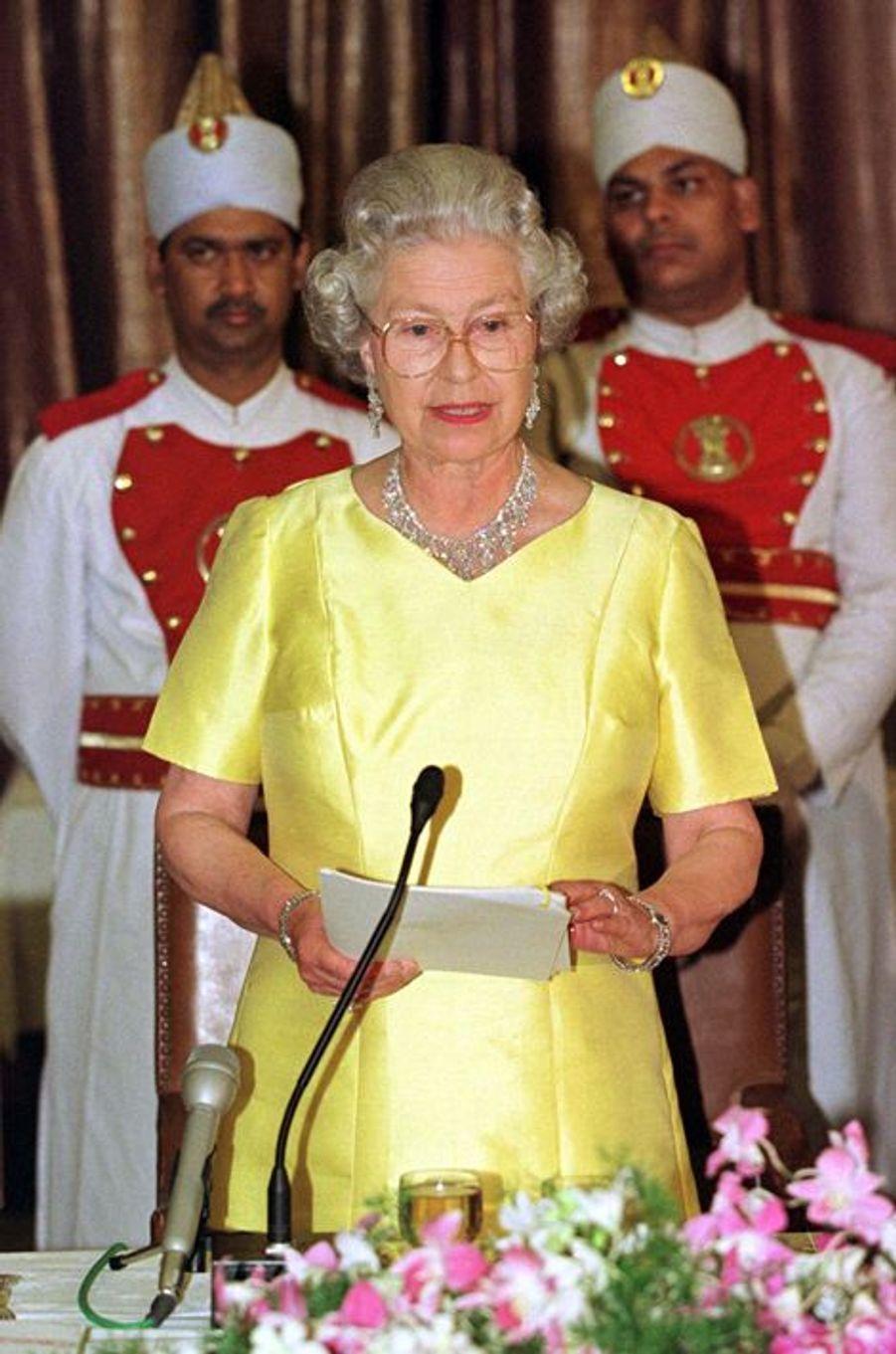 La reine Elizabeth II à New Delhi, le 13 octobre 1997