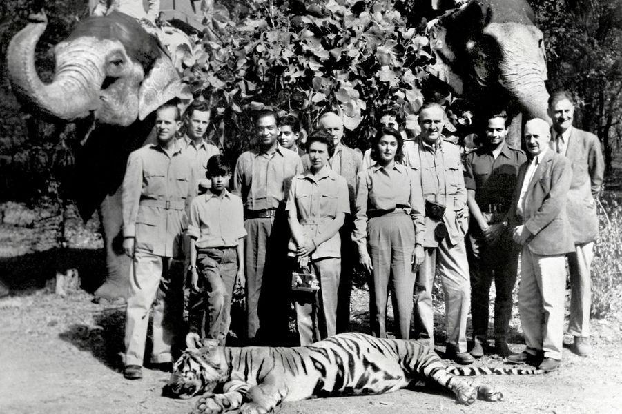 La reine Elizabeth II (au centre) avec le maharaja de Jaipur, le 26 janvier 1961