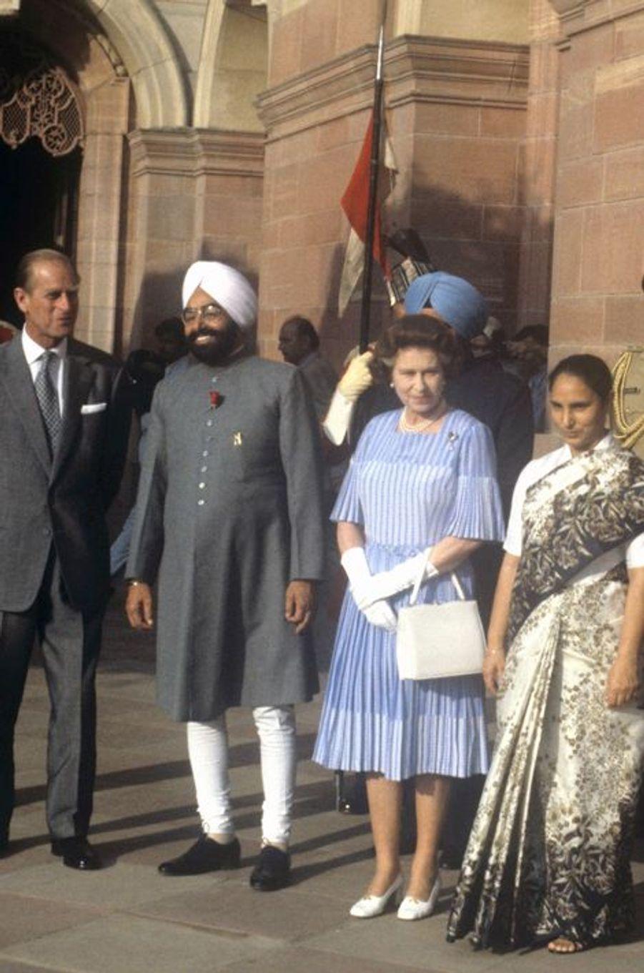 La reine Elizabeth II avec le président indien Zail Singh à New Delhi, le 17 novembre 1983