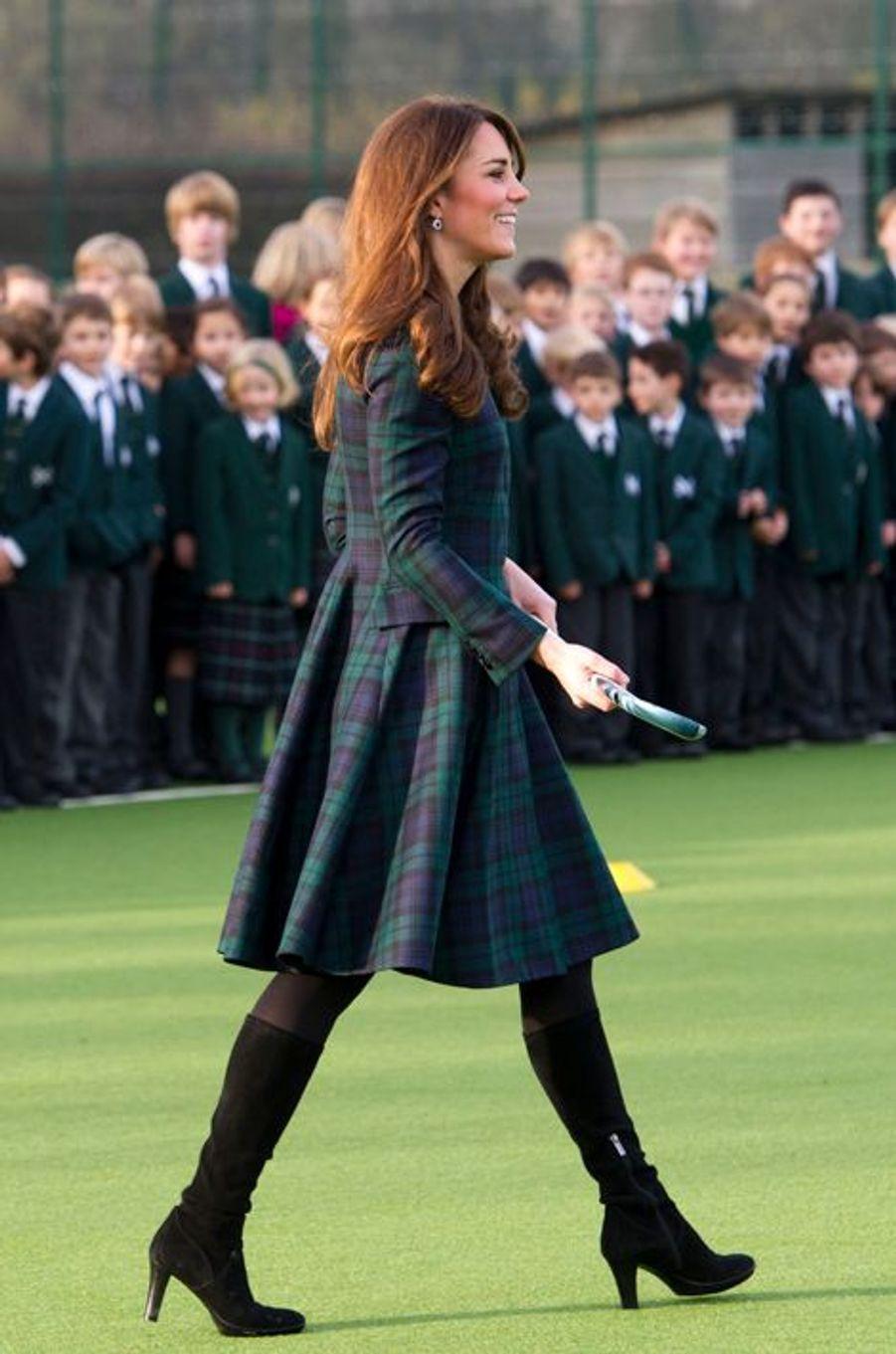 La duchesse Catherine de Cambridge en Alexander McQueen dans le Berkshire le 30 novembre 2012