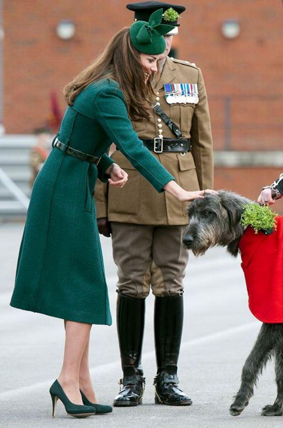 La duchesse Catherine de Cambridge en Hobbs à Aldershot, le 17 mars 2014