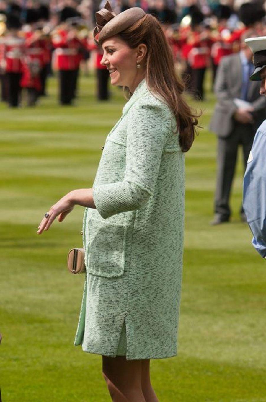 La duchesse Catherine de Cambridge en Mulberry à Windsor, le 21 avril 2013