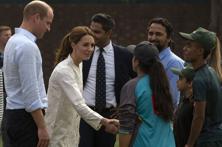 Kate Middleton et le prince William au National Cricket Academy à Lahore, au Pakistan, le 17 octobre 2019