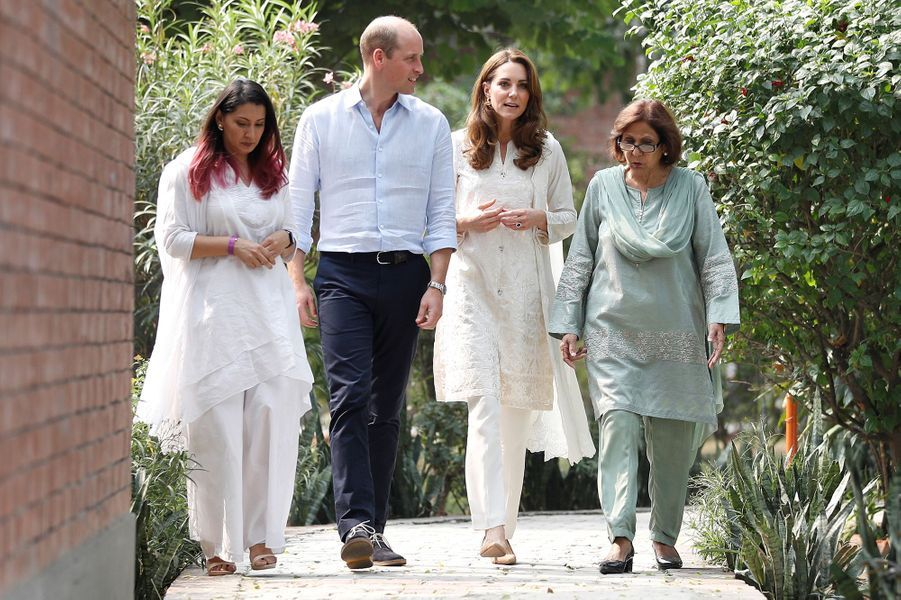 Kate Middleton et le prince William arrivent à l'orphelinat SOS Children à Lahore, au Pakistan, le 17 octobre 2019