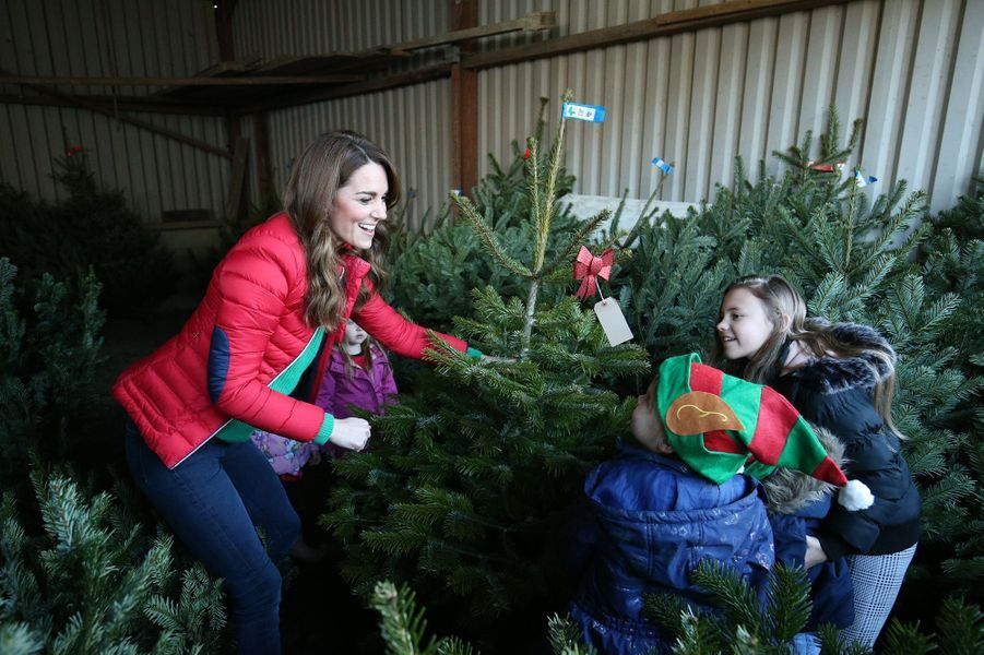 Kate Middleton en visite àPrestwood (comté deBuckinghamshire)pour l'association Family Action, qui vient en aide aux enfants et aux familles défavorisées, le 4 décembre 2019