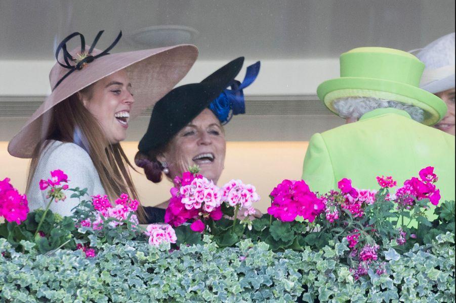 La princesse Beatrice d'York, Sarah Ferguson et la reine Elizabeth II au Royal Ascot, le 22 juin 2018