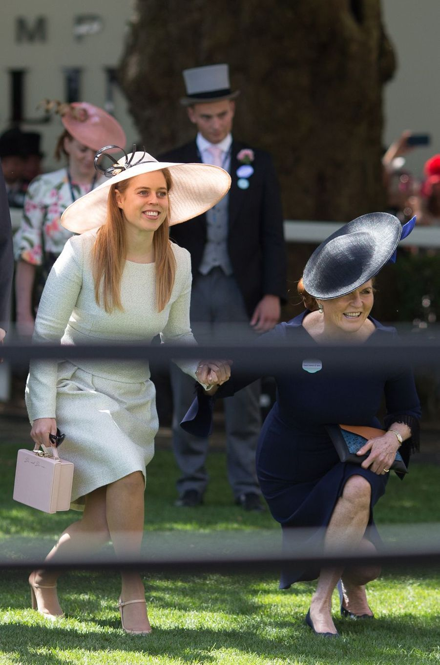 Sarah Ferguson avec sa fille aînée la princesse Beatrice d'York au Royal Ascot, le 22 juin 2018