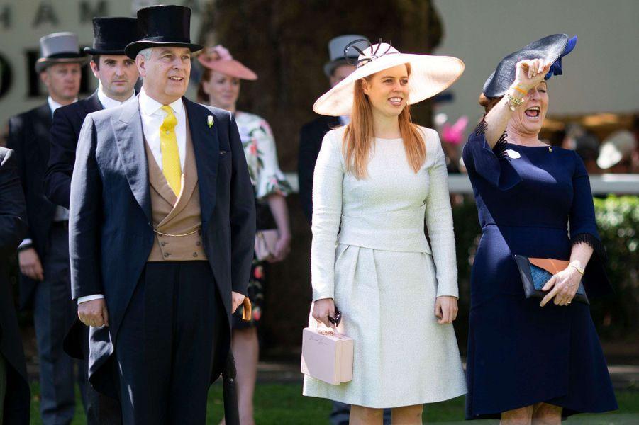 Sarah Ferguson avec le prince Andrew et la princesse Beatrice d'York au Royal Ascot, le 22 juin 2018