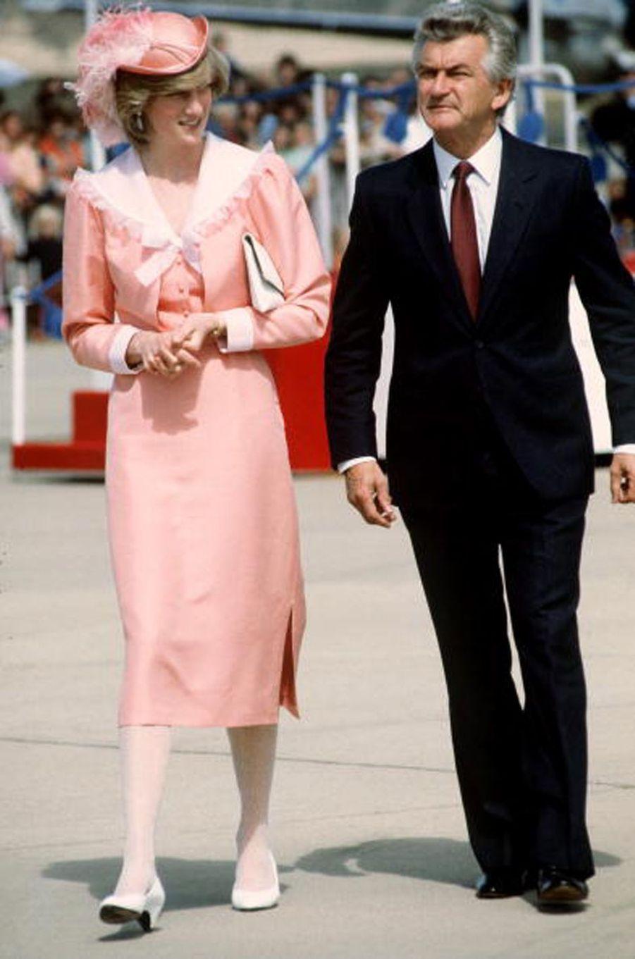 Lady Diana dans une robe de Bellville Sasoon à Canberra, le 25 mars 1983
