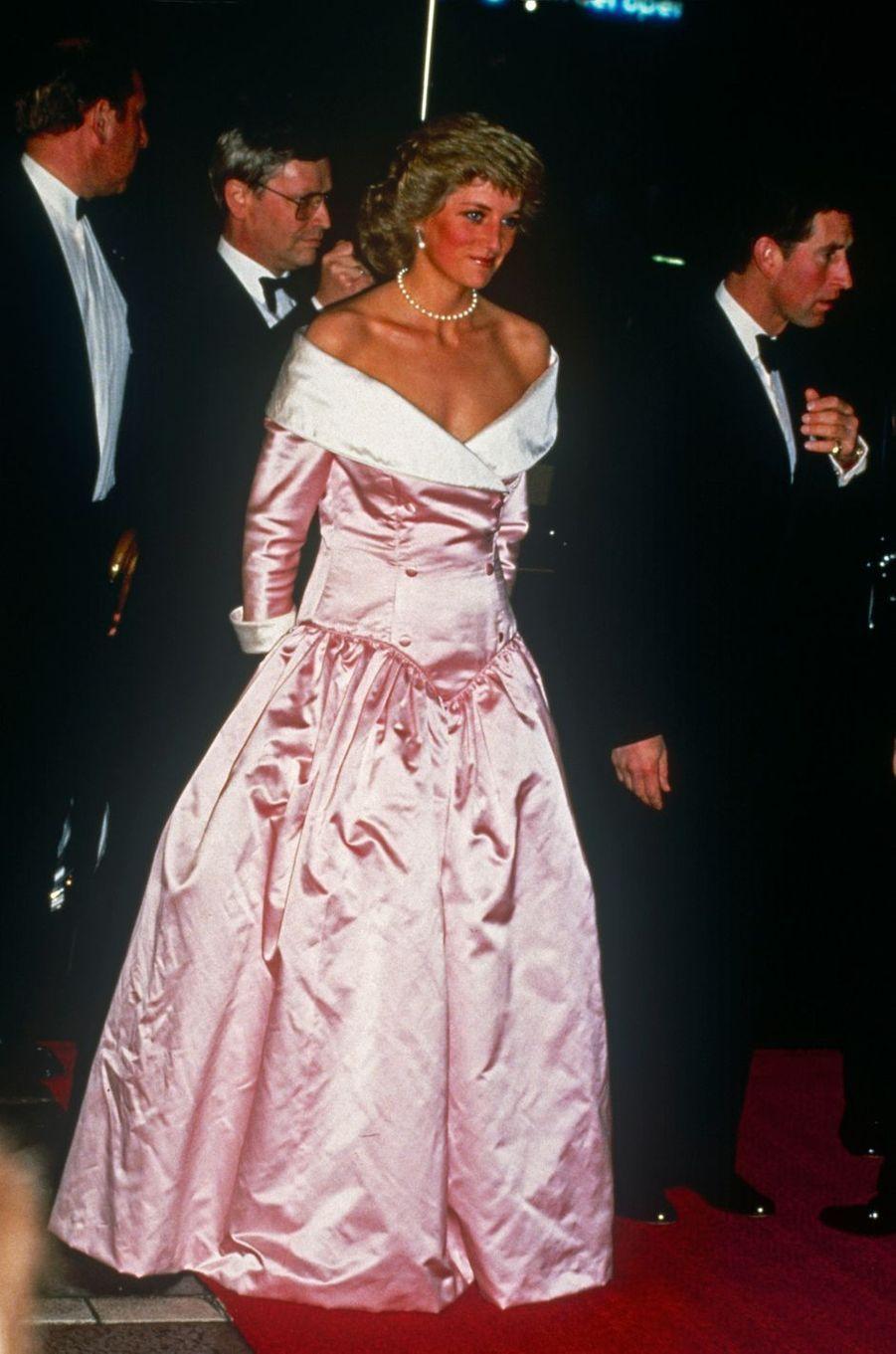 Lady Diana dans une robe de Catherine Walker à Berlin, le 1er novembre 1987