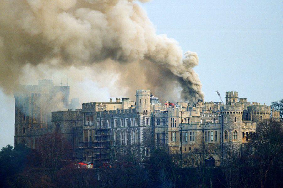 Le château de Windsor lors de l'incendie, le 20 novembre 1992
