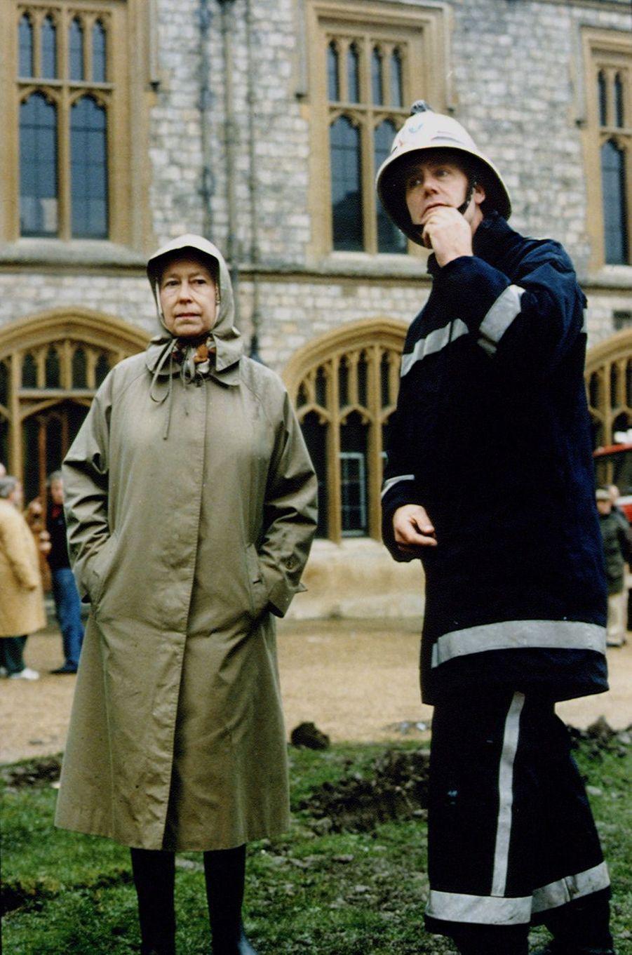 La reine Elizabeth II au château de Windsor, le 21 novembre 1992