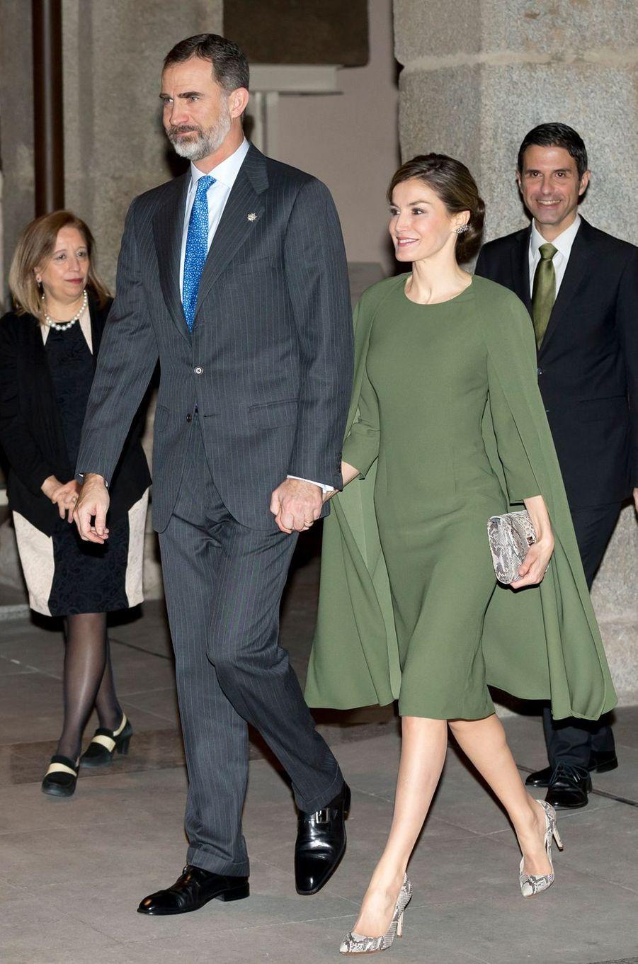 La reine Letizia d'Espagne dans sa robe-cape le 6 février 2017
