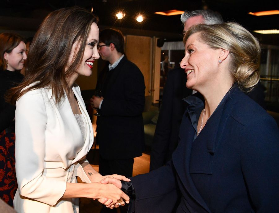 La comtesse Sophie de Wessex avec Angelina Jolie à Londres, le 23 novembre 2018