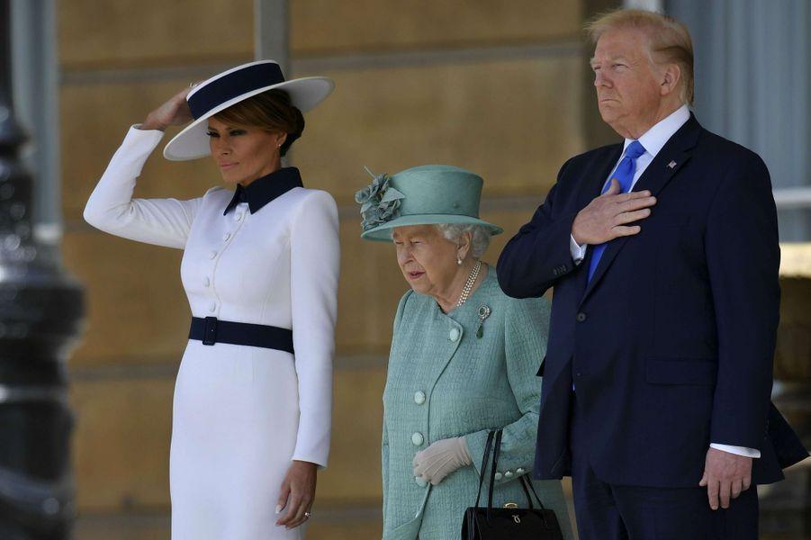La reine Elizabeth II avec Donald et Melania Trump à Buckingham Palace à Londres, le 3 juin 2019