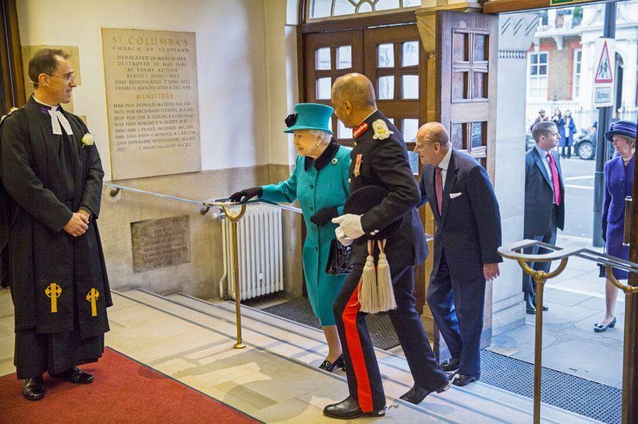 La reine Elizabeth II et le prince Philip à l'église St Columba à Londres, le 3 décembre 2015