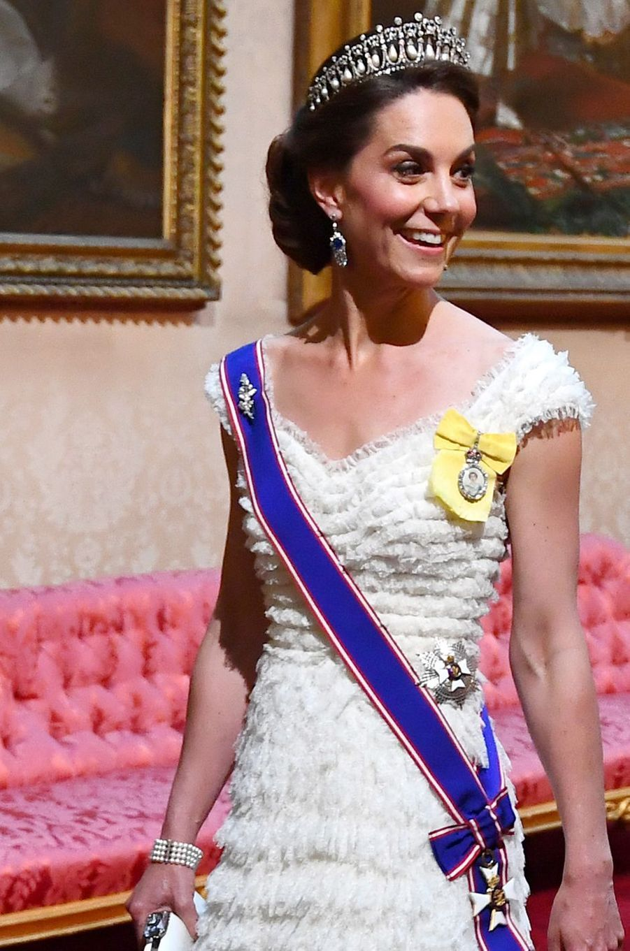Détail de la robe de Kate Middleton, la duchesse de Cambridge, à Londres le 3 juin 2019