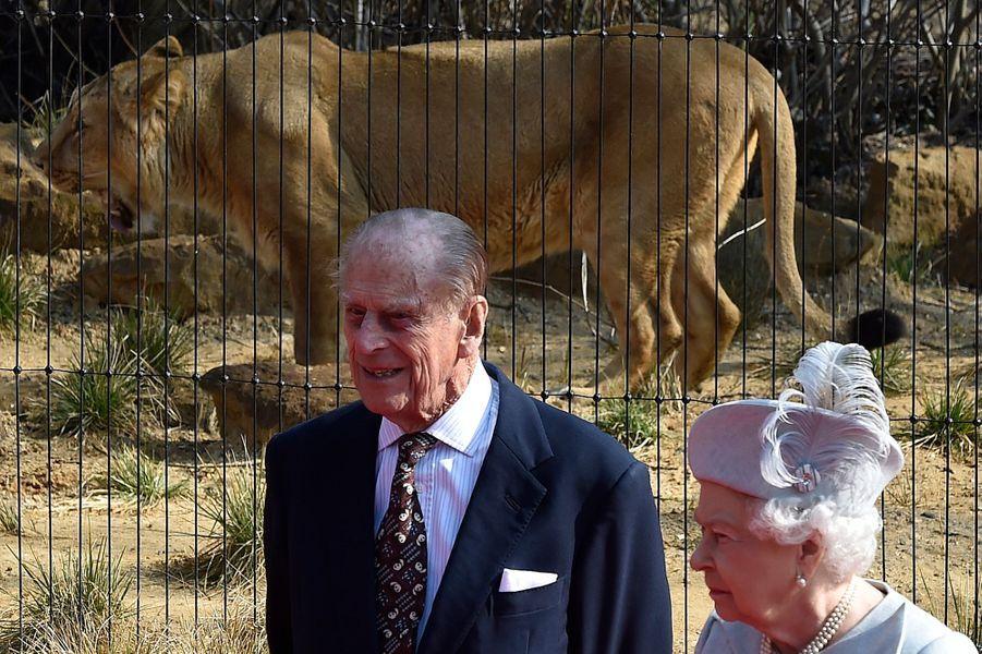 La reine Elizabeth II et le prince Philip au zoo de Londres, le 17 mars 2016
