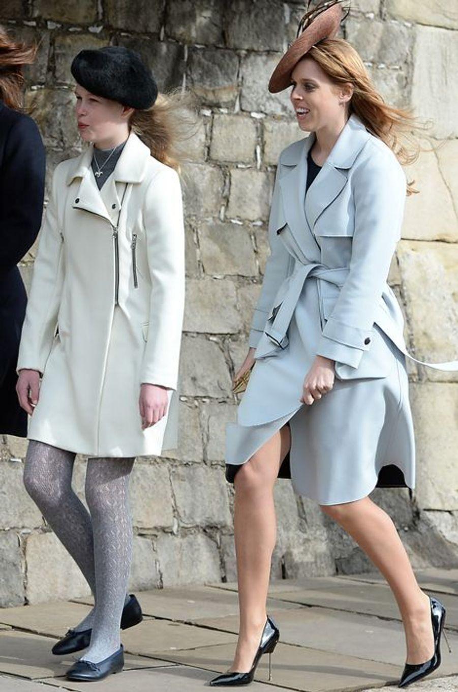 Lady Louise Windsor et la princesse Beatrice d'York à la messe de Pâques à Windsor, le 27 mars 2016