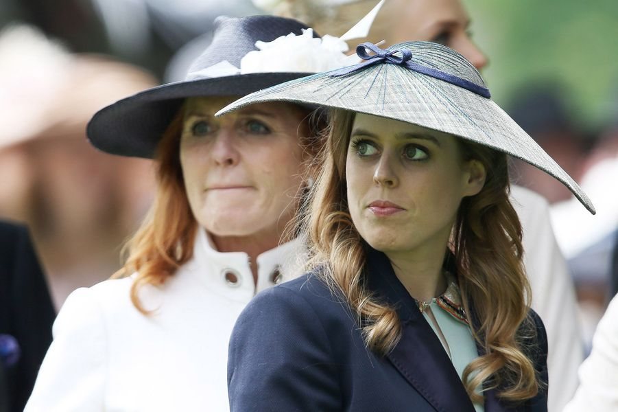 La princesse Beatrice d'York avec sa mère Sarah Ferguson à Ascot, le 17 juin 2016