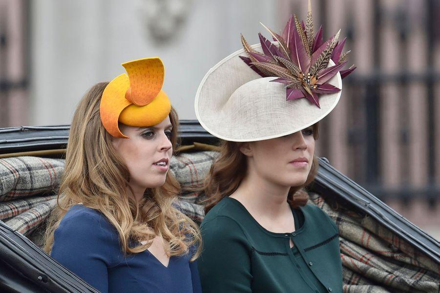 Les princesses Beatrice et Eugenie d'York à Londres, le 11 juin 2016