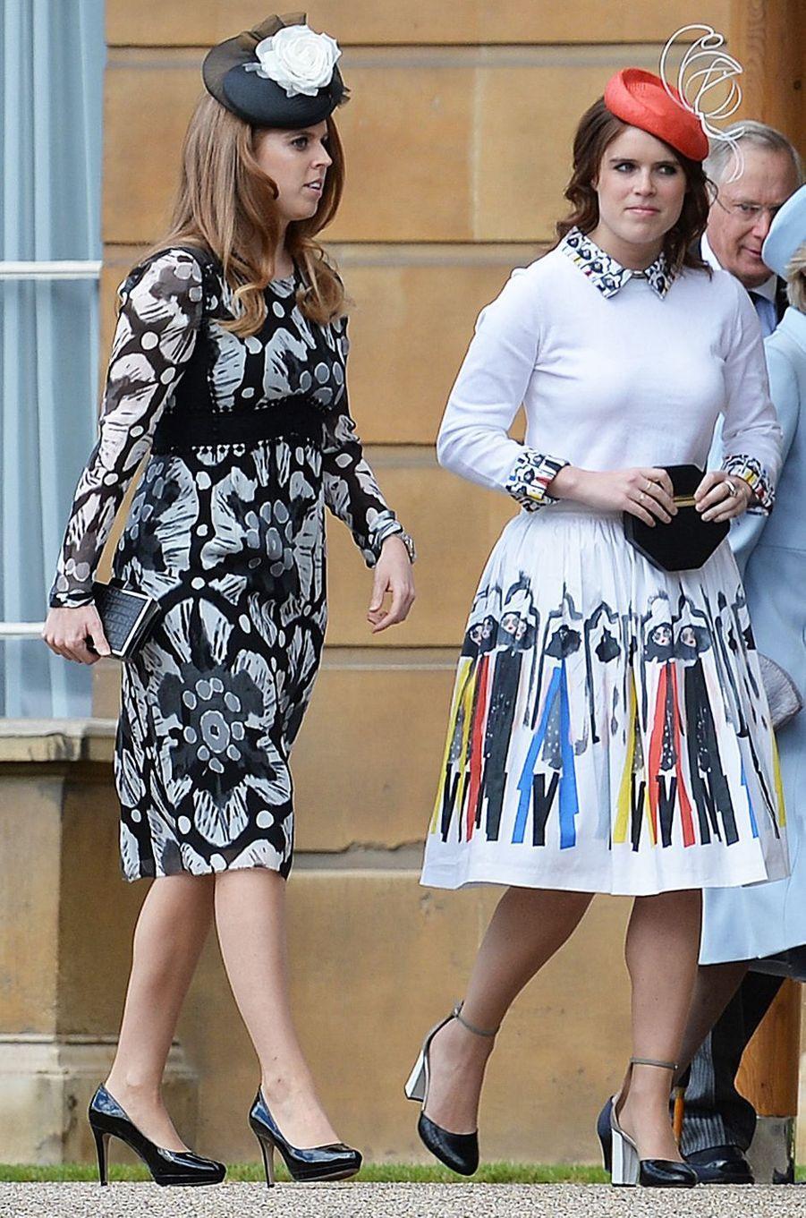 Les princesses Beatrice et Eugenie d'York à Londres, le 24 mai 2016