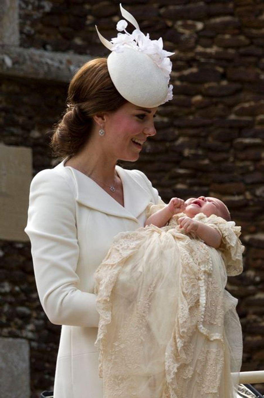 Kate en Alexander McQueen, au baptême de Baby Charlotte, le 5 juillet 2015