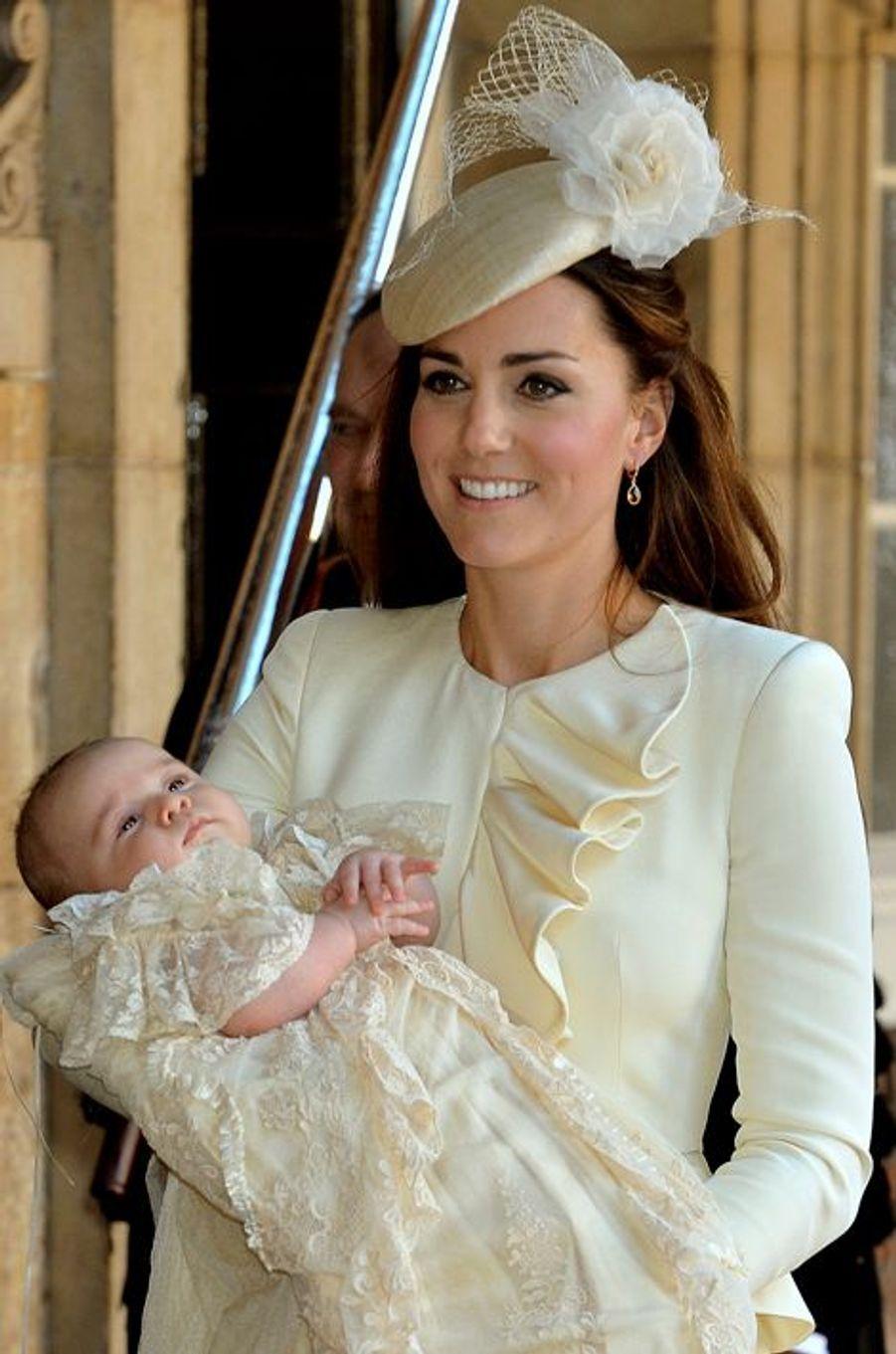 Kate en Alexander McQueen, au baptême de Baby Georges, le 23 octobre 2013