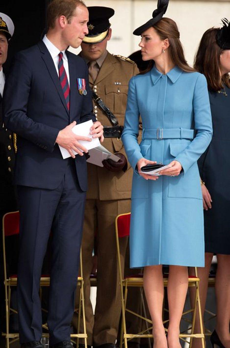 Kate en Alexander McQueen, avec le prince William, à Arromanches le 6 juin 2014