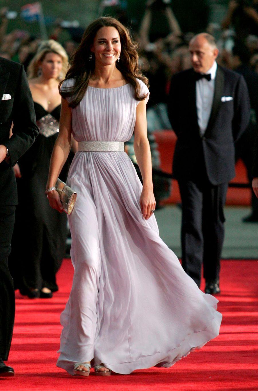 Kate en Alexander McQueen, avec le prince William, le 9 juillet 2011